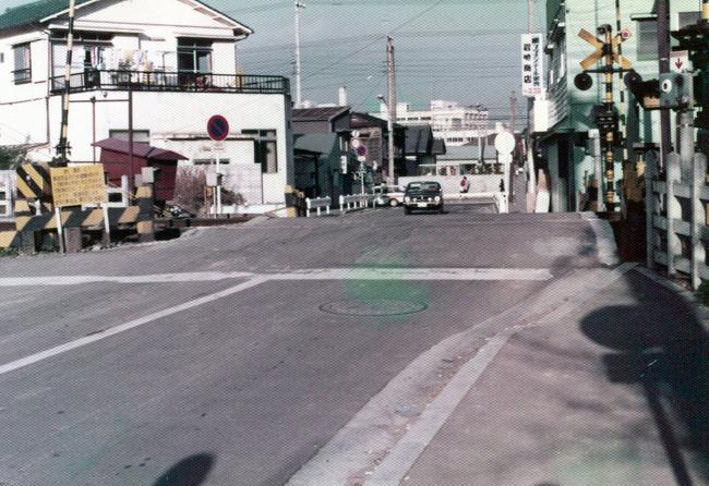 1975 八景第3踏切-2.jpg