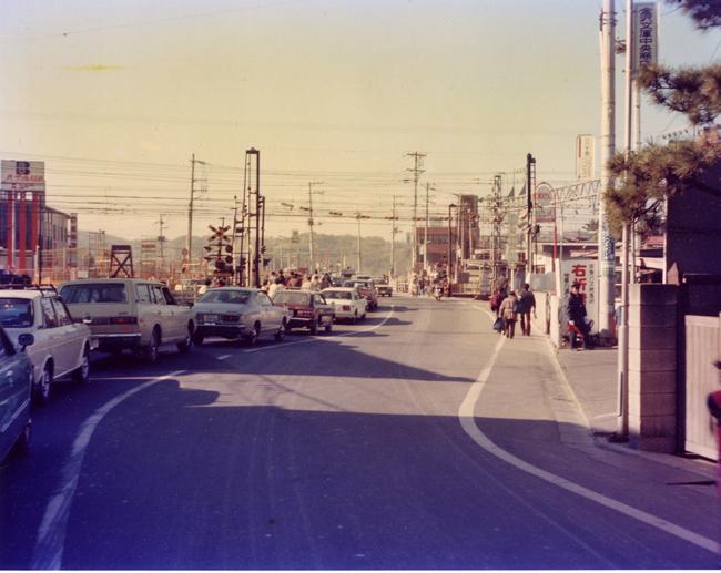 1980 文庫踏切-2.jpg